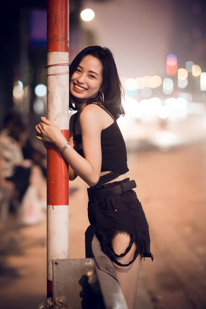 Sau bức ảnh xinh đẹp chụp trên phố Trần Duy Hưng, cô gái nhận loạt tin nhắn nhạy cảm - Ảnh 4.