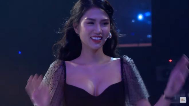 Người mẫu nóng bỏng Hải Yến bị cắt cảnh hôn trên sóng truyền hình? - Ảnh 4.