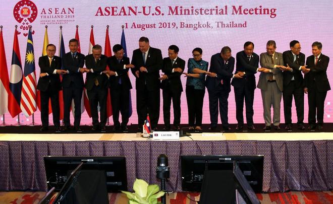 Ngoại trưởng Pompeo lên án Bắc Kinh cưỡng ép ở biển Đông, ngoại trưởng Vương Nghị cảnh cáo Mỹ cẩn trọng - Ảnh 2.