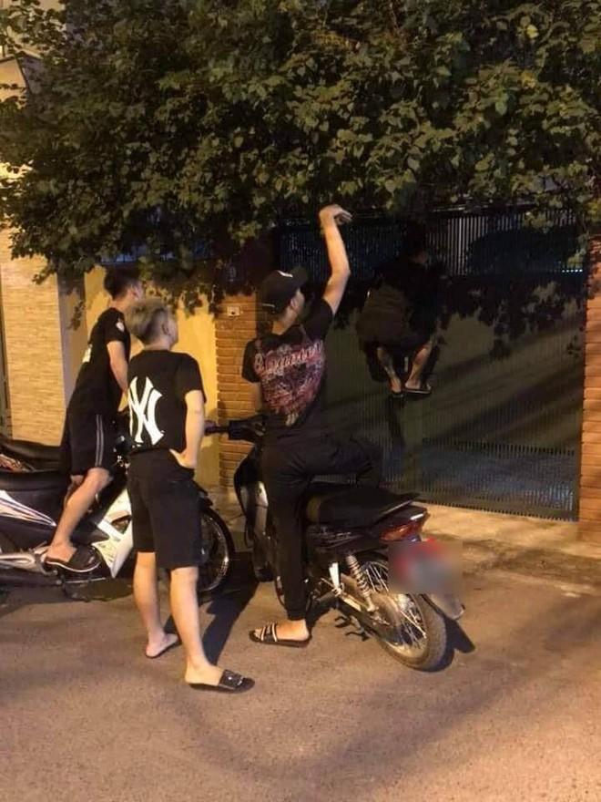 Hay tin Vũ trả Thư 3 tỷ, nhóm thanh niên liền đến cửa nhà ông Sơn Về nhà đi con đòi nợ gây xôn xao MXH - Ảnh 2.