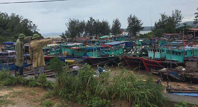 Hình ảnh mới nhất tại Quảng Ninh và Hải Phòng trước giờ bão số 3 đổ bộ - Ảnh 9.
