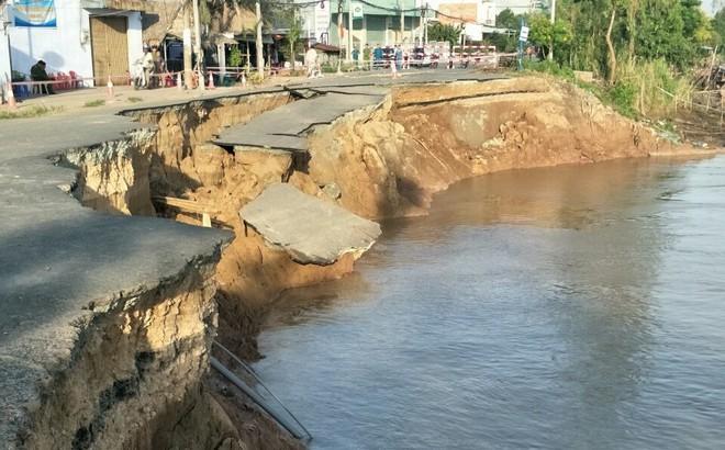 Đoạn quốc lộ 91 qua xã Bình Mỹ ở An Giang sụp hoàn toàn xuống sông Hậu