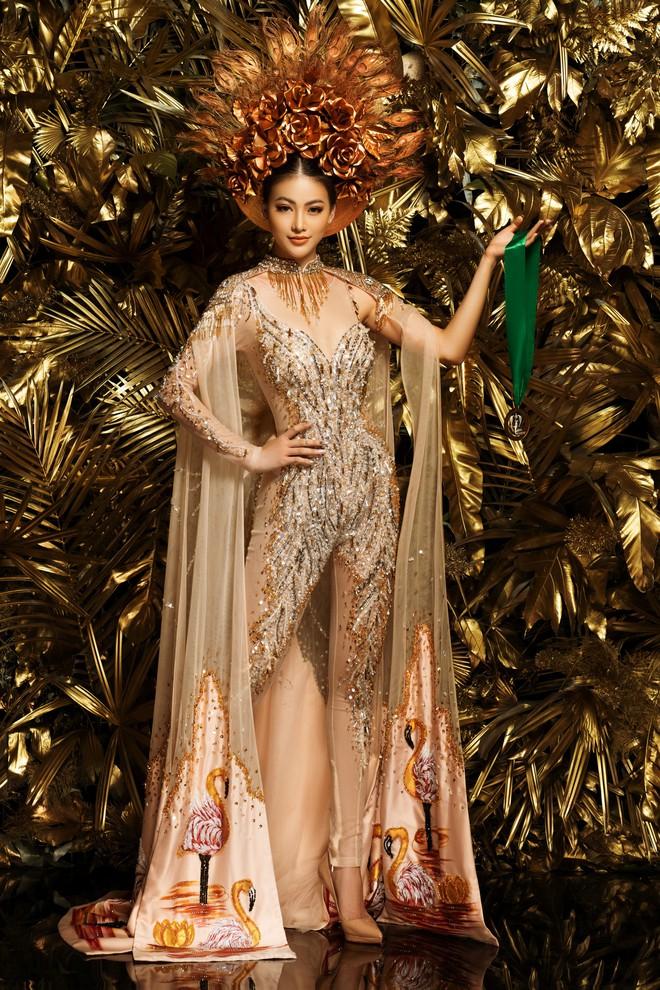 Phương Khánh khoe vẻ gợi cảm khi mặc lại trang phục gây ấn tượng tại Miss Earth - Ảnh 1.