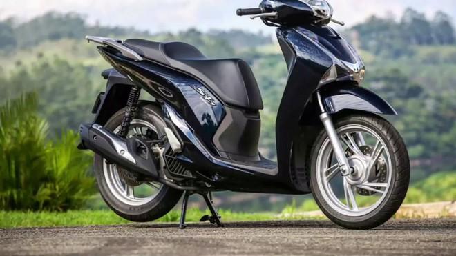 Đắt như tôm tươi ở Việt Nam nhưng Honda SH lại ế ẩm, dùng để dọn vệ sinh tại nước ngoài - Ảnh 1.