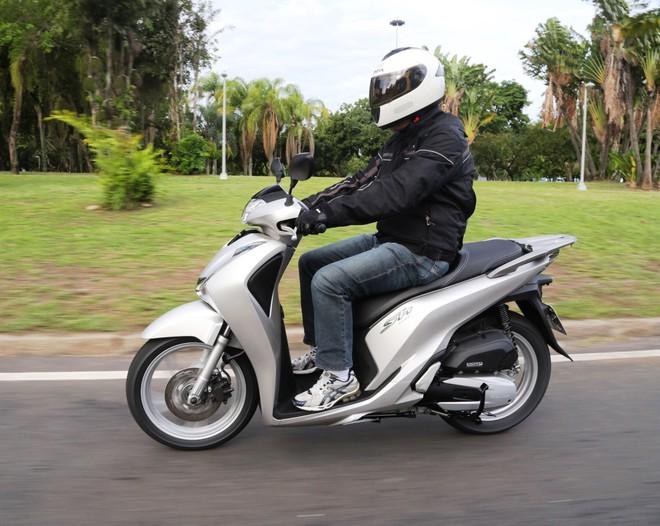Đắt như tôm tươi ở Việt Nam nhưng Honda SH lại ế ẩm, dùng để dọn vệ sinh tại nước ngoài - Ảnh 2.
