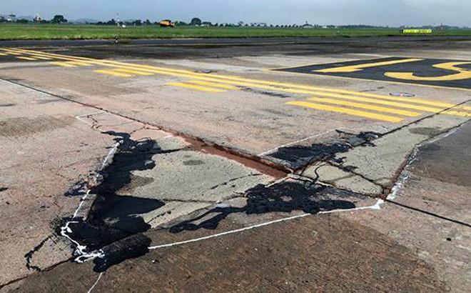 Đường băng sân bay Nội Bài toang hoác, trồi bùn, không được sửa: Trách nhiệm thuộc Bộ GTVT?