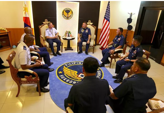 Không quân Mỹ tiếp tục giám sát Biển Đông - Ảnh 1.