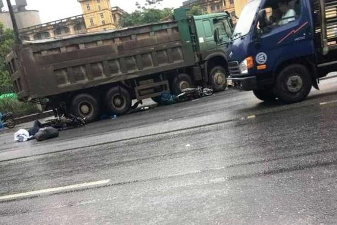 Xe hổ vồ sang đường cán chết 1 phụ nữ nước ngoài đi xe máy - Ảnh 1.