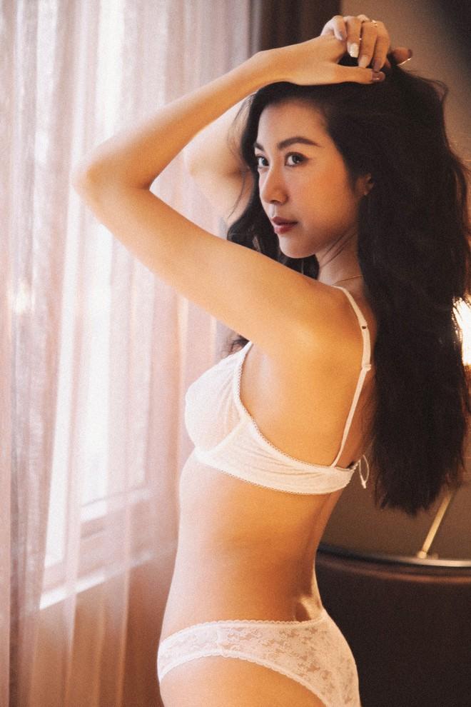 Loạt ảnh mặc nội y gợi cảm của Á hậu Thúy Vân - ảnh 9