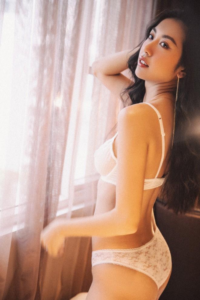 Loạt ảnh mặc nội y gợi cảm của Á hậu Thúy Vân - ảnh 8