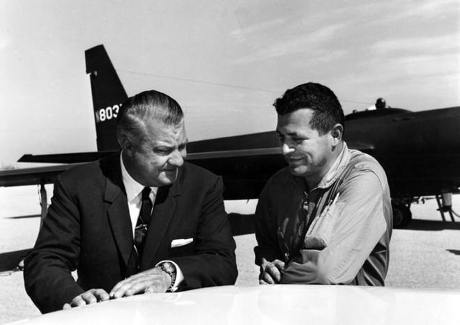 Chỉ huy Liên Xô dàn trận địa tên lửa bắn tan xác máy bay do thám U-2, bắt sống phi công Mỹ - Ảnh 1.