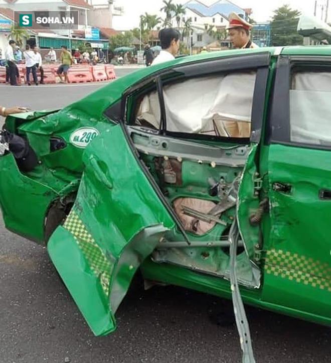 Hành khách đi xe taxi Mai Linh tử nạn sau cú va chạm với xe tải - Ảnh 1.