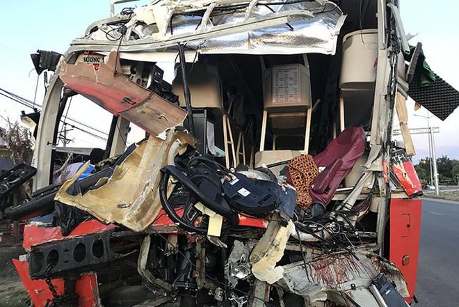 Xe Phương Trang và xe giường nằm tông nhau trong đêm, khách la hét, hiện trường như sau một cơn bão - Ảnh 3.