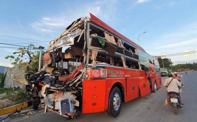 Xe Phương Trang và xe giường nằm tông nhau trong đêm, khách la hét, hiện trường như sau một cơn bão - Ảnh 4.
