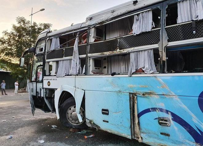 Xe Phương Trang và xe giường nằm tông nhau trong đêm, khách la hét, hiện trường như sau một cơn bão - Ảnh 5.