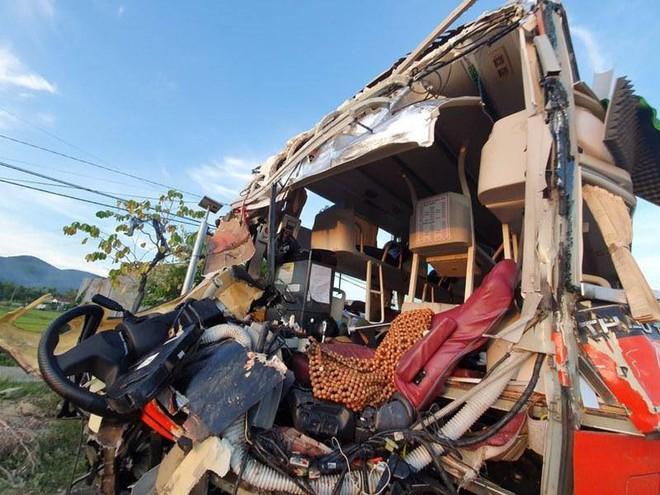 Xe Phương Trang và xe giường nằm tông nhau trong đêm, khách la hét, hiện trường như sau một cơn bão - Ảnh 6.