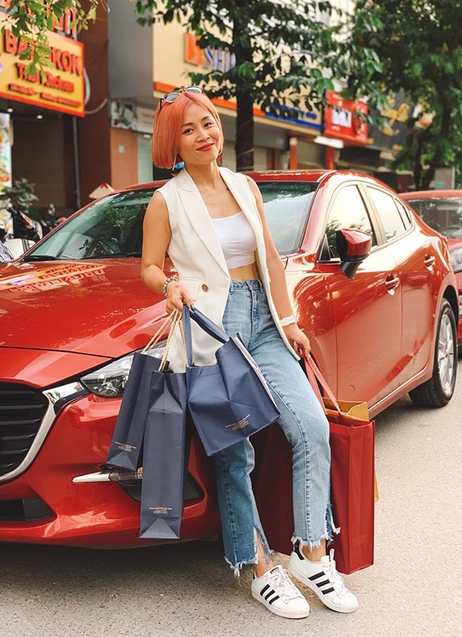 Loạt ảnh sexy mới của MC Hoàng Linh gây tranh cãi - Ảnh 4.