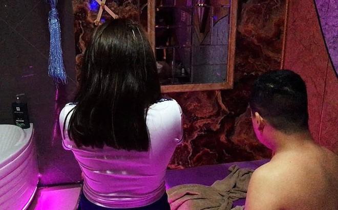 Đột kích cơ sở massage Nga My ở Sài Gòn, bắt quả tang 2 nữ nhân viên kích dục cho khách