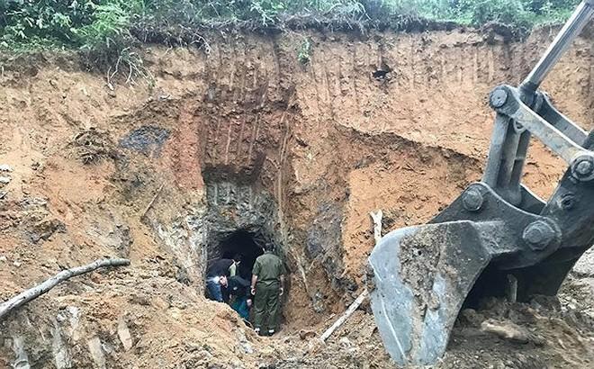 Đào hầm bắt dúi, người đàn ông chui vào lòng đất được 3m thì bất ngờ hầm đổ sập