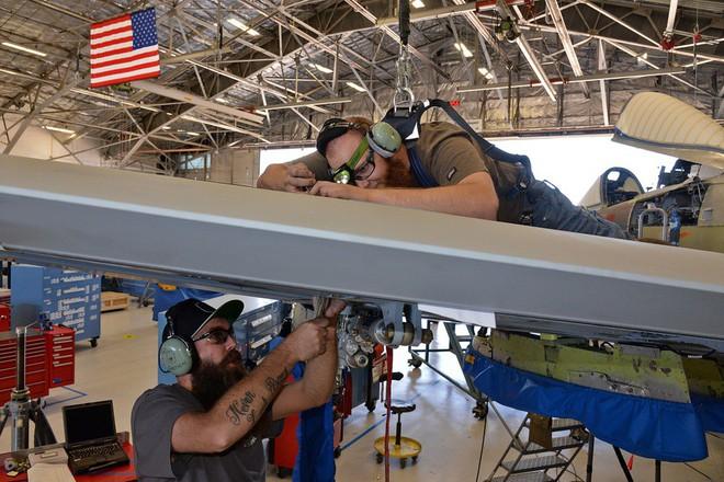 Hãy quên F-35 đi: Lợn lòi A-10 sẽ tiếp tục thống trị chiến trường với đôi cánh mới? - Ảnh 5.