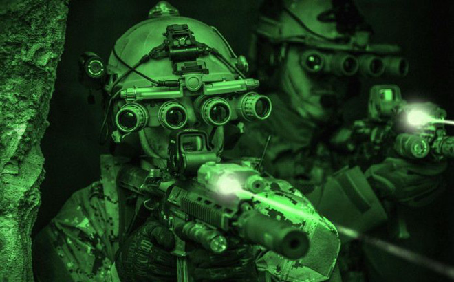 """Thiết bị quan sát đêm: Lịch sử và tương lai của """"trang bị tối cần thiết"""" trong quân sự"""