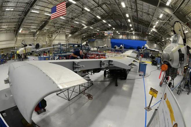 Hãy quên F-35 đi: Lợn lòi A-10 sẽ tiếp tục thống trị chiến trường với đôi cánh mới? - Ảnh 4.