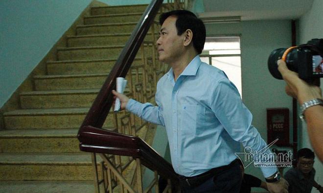 Cựu Viện phó Nguyễn Hữu Linh hầu tòa lần 2 vì dâm ô bé gái - Ảnh 1.