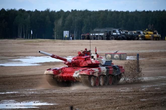 Ấn tượng kíp lái xe tăng nữ đầu tiên của Nga tại Tank Biathlon 2019 - Ảnh 2.