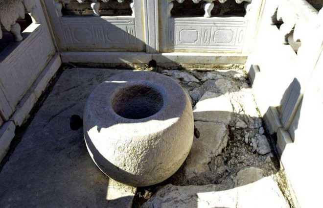 Tương truyền, giếng ở Tử Cấm Thành chứa rất nhiều châu báu nhưng không ai dám lấy, vì sao? - Ảnh 2.