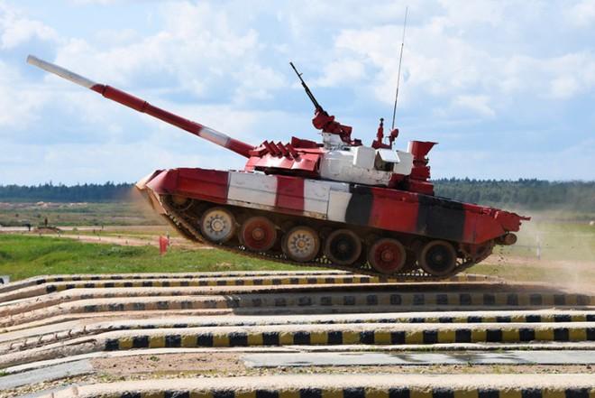 Ấn tượng kíp lái xe tăng nữ đầu tiên của Nga tại Tank Biathlon 2019 - Ảnh 3.