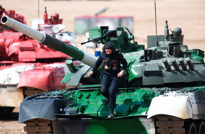 Ấn tượng kíp lái xe tăng nữ đầu tiên của Nga tại Tank Biathlon 2019 - Ảnh 4.