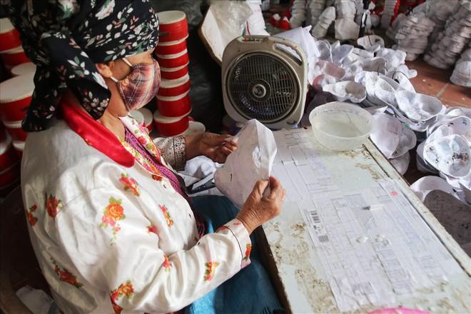 Rộn ràng mùa trung thu ở làng làm mặt nạ giấy bồi - Ảnh 5.
