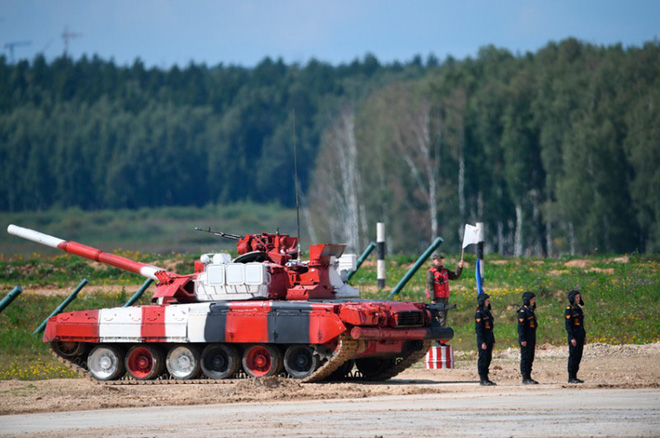 Ấn tượng kíp lái xe tăng nữ đầu tiên của Nga tại Tank Biathlon 2019 - Ảnh 5.