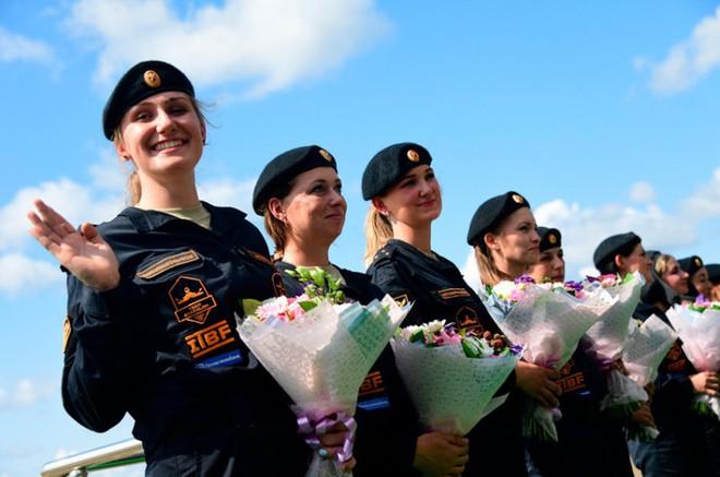 Ấn tượng kíp lái xe tăng nữ đầu tiên của Nga tại Tank Biathlon 2019 - Ảnh 6.