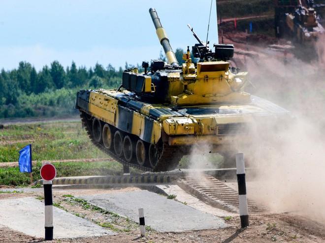 Ấn tượng kíp lái xe tăng nữ đầu tiên của Nga tại Tank Biathlon 2019 - Ảnh 8.