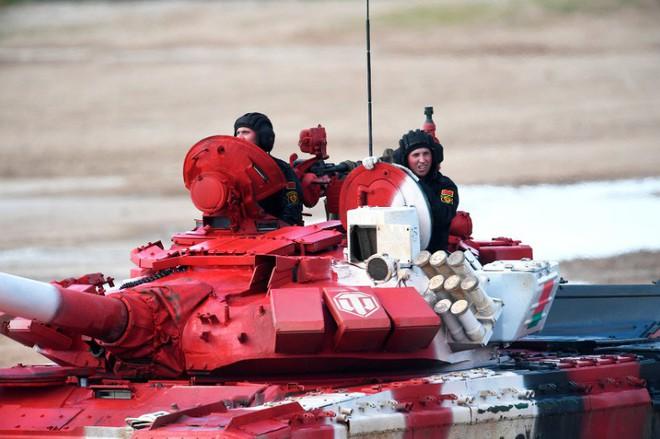 Ấn tượng kíp lái xe tăng nữ đầu tiên của Nga tại Tank Biathlon 2019 - Ảnh 9.