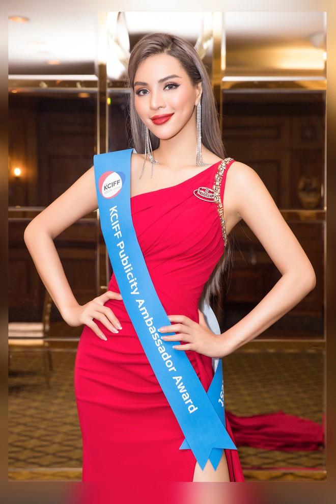 Siêu mẫu Khả Trang khoe eo thon quyến rũ - Ảnh 5.