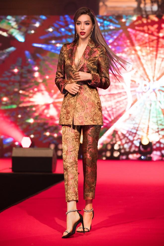 Siêu mẫu Khả Trang khoe eo thon quyến rũ - Ảnh 3.