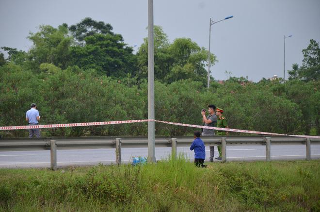 Thực nghiệm vụ container tông Innova lùi trên cao tốc: Mẹ già khóc vì không thấy con - Ảnh 1.