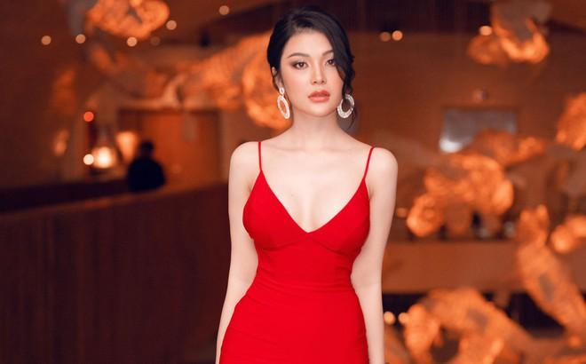 Á quân Tình Bolero 2019 Lily Chen khoe body đồng hồ cát gợi cảm