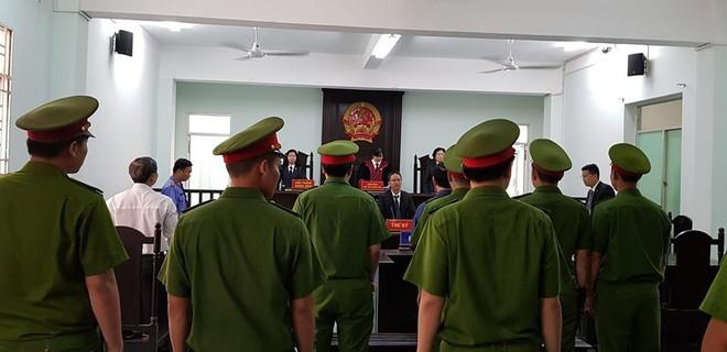 Nguyễn Hữu Linh choáng váng sau khi tòa tuyên án 1 năm 6 tháng tù - Ảnh 3.