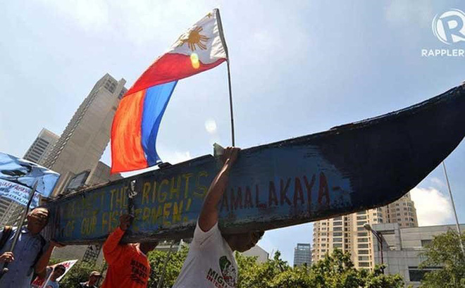 Ba rủi ro của Philippines nếu bắt tay Trung Quốc ở biển Đông