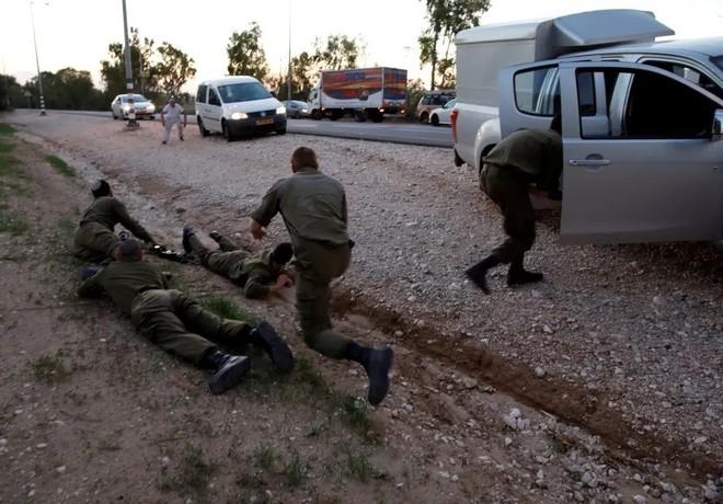 CẬP NHẬT: Nga ùn ùn chở hàng nóng tiếp viện đến Syria - Quân Assad thắt chặt vòng vây, tiễn phiến quân xuống địa ngục - Ảnh 9.