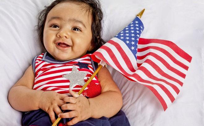 Ông Trump xem xét ngừng cấp quyền công dân cho trẻ sinh trên đất Mỹ