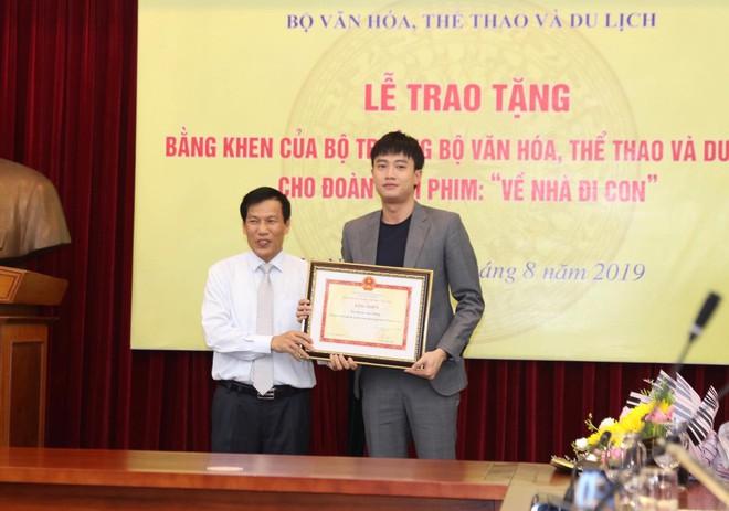 Về nhà đi con: Khải - Trọng Hùng lên tiếng về việc không được tặng bằng khen của Bộ VH-TT&DL - Ảnh 1.