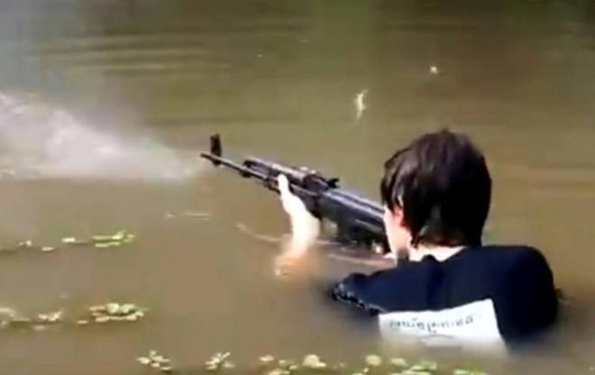 Súng trường tấn công AK: Kẻ bất tử trên chiến trường? - Ảnh 1.