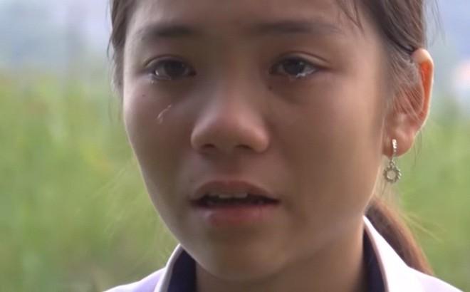 Xót xa trước bé gái 12 tuổi bị xa lánh vì bố mẹ nhiễm HIV, Trấn Thành tặng tiền mặt ngay trên sân khấu