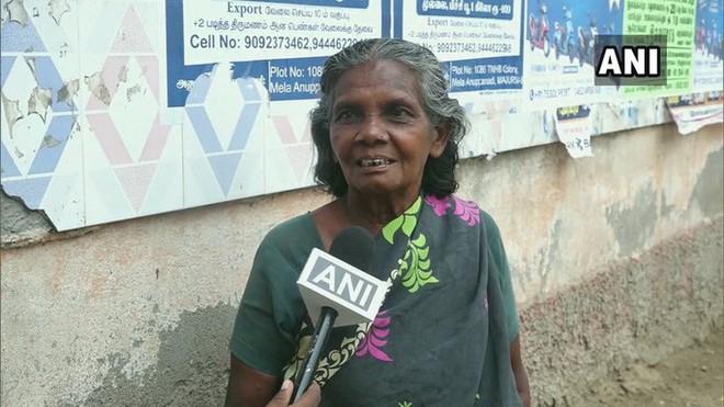 Cụ bà 65 tuổi sống trong nhà vệ sinh công cộng 19 năm - Ảnh 3.