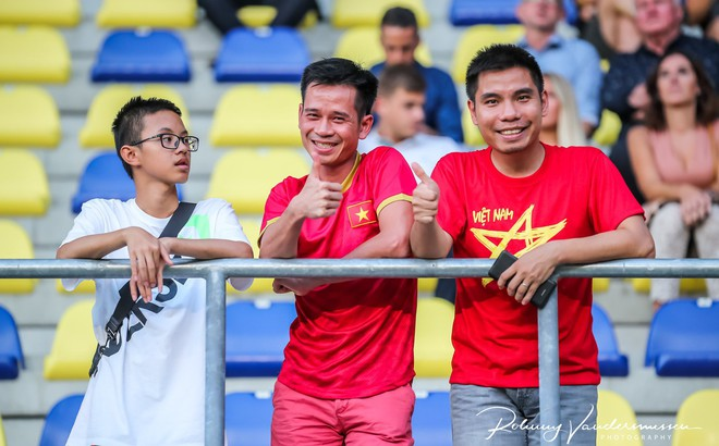 Sau lời kêu gọi kỳ cục của Công Phượng, fan Việt Nam làm điều bất ngờ ở sân nhà STVV
