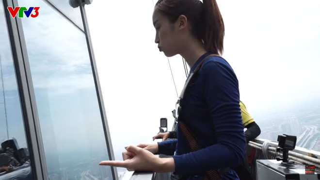 Cuộc đua kỳ thú: Hoa hậu H'Hen Niê đau đớn vì bị đuổi khỏi quán cà phê - Ảnh 3.